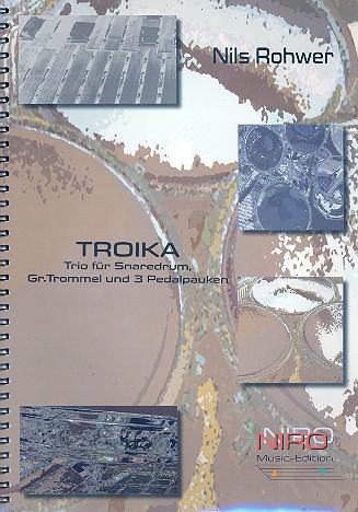 Troika: für Snaredrum, große Trommel und 3 Pauken (3 Spieler)